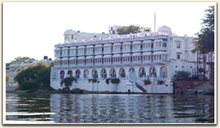 Lakepichola Hotel Udaipur presents online hotel booking / reservation of Udaipur Heritage Hotels,Udaipur Star Hotels, Udaipur Travel Guide, Udaipur Hotels Packages, Udaipur Car Rental